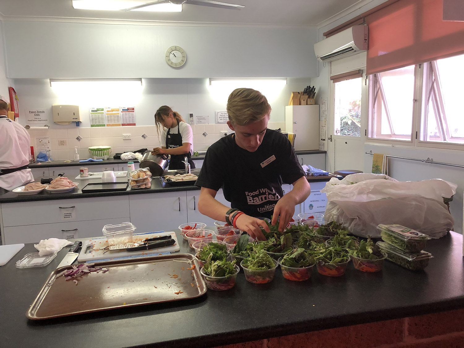 Wodonga TAFE students work in 'Food Without Barriers' social initiative with Uniting Wodonga